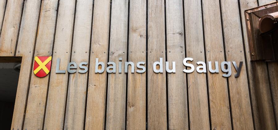 Bains du Saugy lettres decoupees